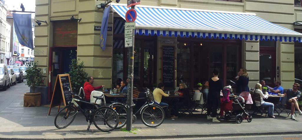 Parken am Café Feynsinn mit ampido