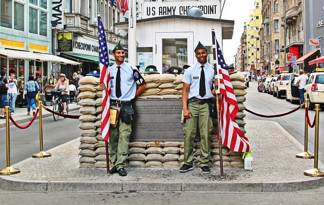 Parken Am Checkpoint Charlie In Berlin Parkplatz Sharing Ampido